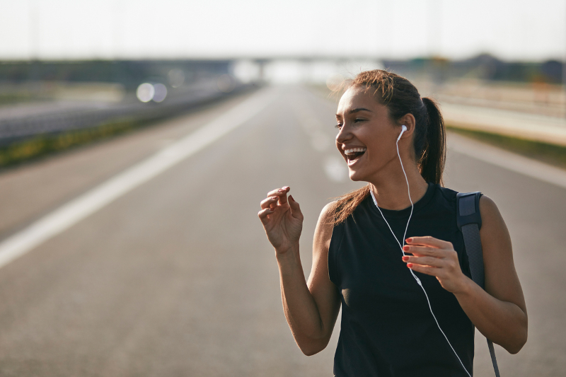 Female-jogger-listening-to-music-943893578_800x533